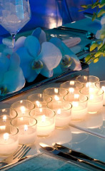 Candlelit tablesetting with blue tones